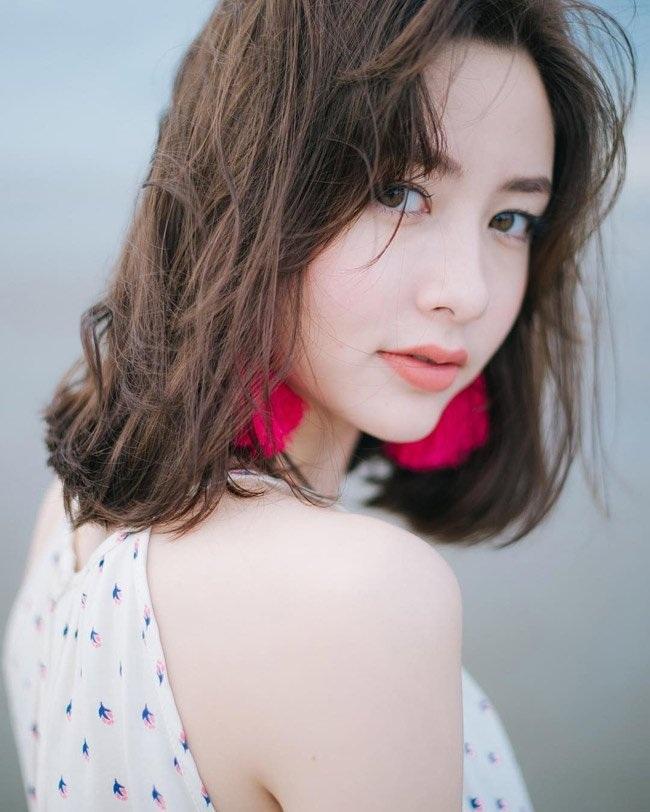 Da trắng, mặt xinh, môi trái tim... đó là lý do khiến cô gái sở hữu hai dòng máu Thái - Pháp này đang rất hot trên mạng xã hội.