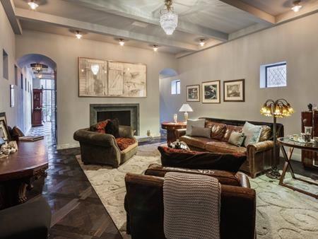 Mùa hè này, Taylor Swift đã chấp nhận chi ra tới 40.000 đô la (hơn 888 triệu đồng) mỗi tháng để thuê một ngôi nhà tráng lệ ở West Village, Manhattan.