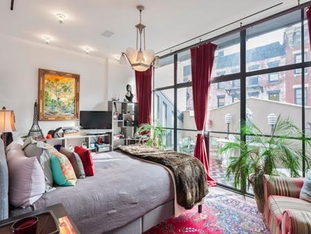 Ngôi nhà tráng lệ này có tới 5 phòng ngủ, hai phòng khách, một nhà để xe cá nhân…