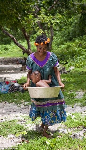 """Khám phá bộ tộc khuyến khích nữ giới tự do làm """"chuyện ấy"""" - 12"""