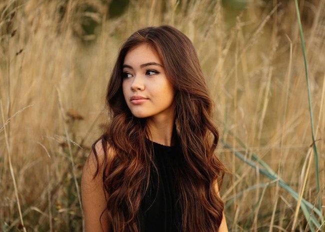 Vivian sở hữu vẻ đẹp riêng biệt, vừa có nét đằm thắm Á đông vừa có vẻ sắc sảo, phóng khoáng của phương Tây.