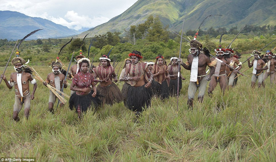 Việc lưu giữ truyền thống và phong tục là nền tảng sống của các bộ lạc nơi đây