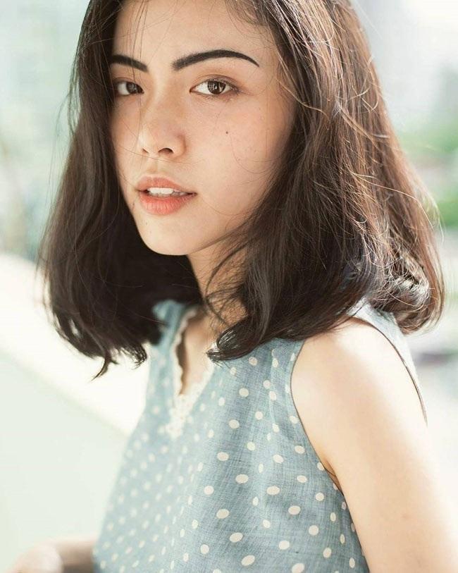 Cô thường xuyên xuất hiện trong các bộ ảnh lookbook được giới trẻ quan tâm.