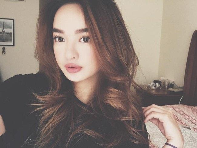 Kaity Nguyễn (tên thật là Nguyễn Ngọc Bình Kaity) là cô gái được biết đến sau clip hát nhép 15 giây.