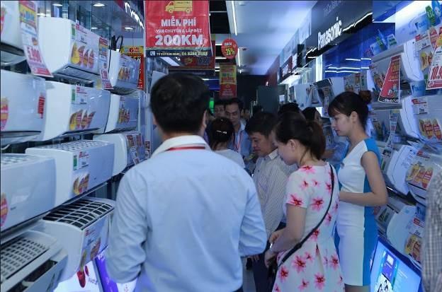 Các sản phẩm mùa vụ như điều hòa, quạt được nhiều người quan tâm tìm mua