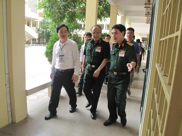 Bộ trưởng kiểm tra thi tại Học viện Kỹ thuật quân sự
