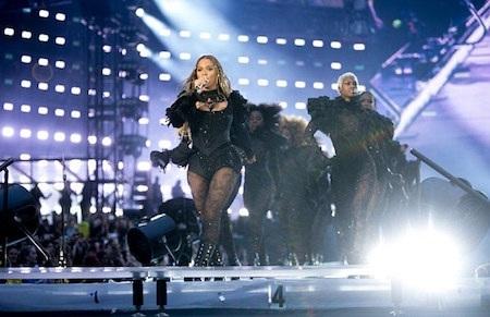 Nữ ca sĩ cống hiến cho khán giả những màn trình diễn vô cùng đã tai…