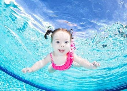 Dạy con học đọc, học toán, hoc bơi...là những việc bố mẹ cần làm trước khi con 6 tuổi.