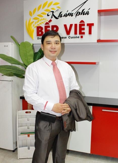 Giảng viên -Tiến sĩ Nguyễn Hữu Hảo, giám đốc điều hành chuỗi cửa hàng Trà & Café Kim O Long.