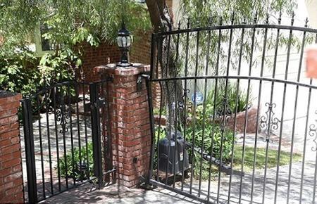 Anton Yelchin đã bị xe chèn ngay trước cổng nhà riêng