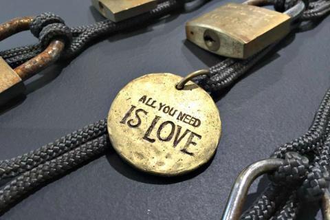 20.000 'ổ khóa tình yêu' được... tái chế! - 2