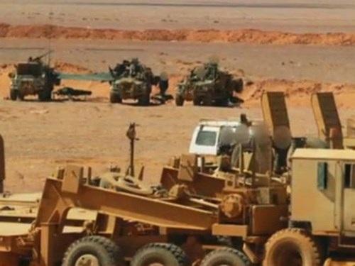 Hơn 10 binh sĩ SAS được nhìn thấy trên các xe trang bị vũ khí hạng nặng