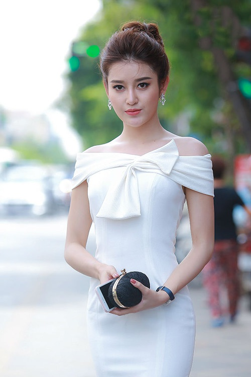 Á hậu Huyền My tham dự sự kiện khai trương cơ sở 2 Dr.Hải Lê với vai trò hình ảnh đại diện