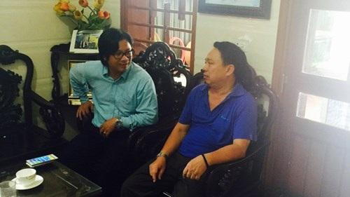 Ông Nguyễn Văn Bổng và PV Tiền Phong tại nhà riêng. Ảnh: Lê Anh