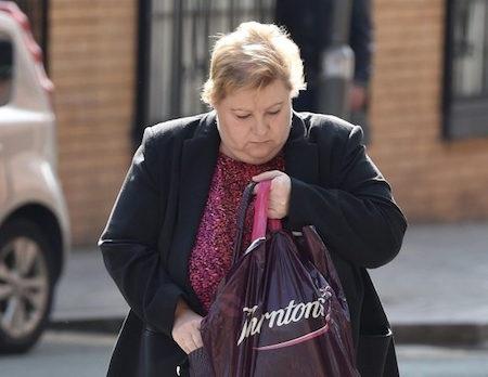 Kathleen Molloy đã đâm đơn kiện đòi bồi thường