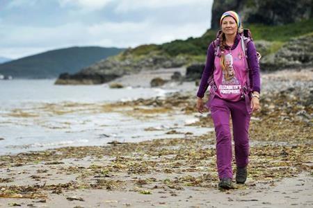 Trung bình một ngày Natalia đi bộ khoảng 20 dặm