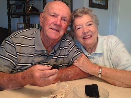 Với bà Ann và ông Ken, đây là một nghi thức tình yêu đặc biệt