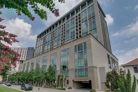 Hồi năm 2009, khi chỉ mới 20 tuổi, Taylor Swift đã sở hữu một siêu căn hộ ở trung tâm thành phố Nashville, Tennessee với cái giá không hề rẻ là 2 triệu đô la Mỹ…