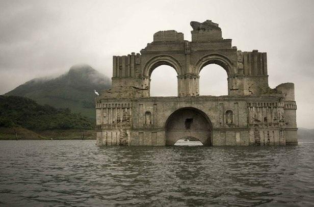 Phát hiện nhà thờ cổ dưới đáy hồ ở Mexico - 2