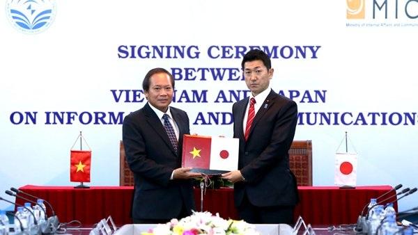 Bộ trưởng Trương Minh Tuấn và Thứ trưởng Jiro Akama đã chứng kiến lễ trao và ký kết nhiều thỏa thuận hợp tác quan trọng.