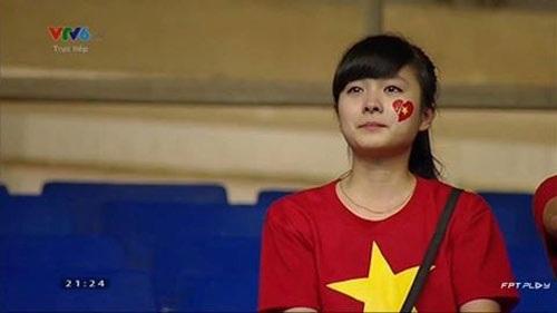 Nhật Lệ, cô gái khóc trên hàng ghế khán giả trong trận chung kết giải U19 châu Á