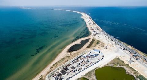 Cây cầy bắc qua eo biển Kerch nối giữa đất liền Nga và bán đảo Crimea.