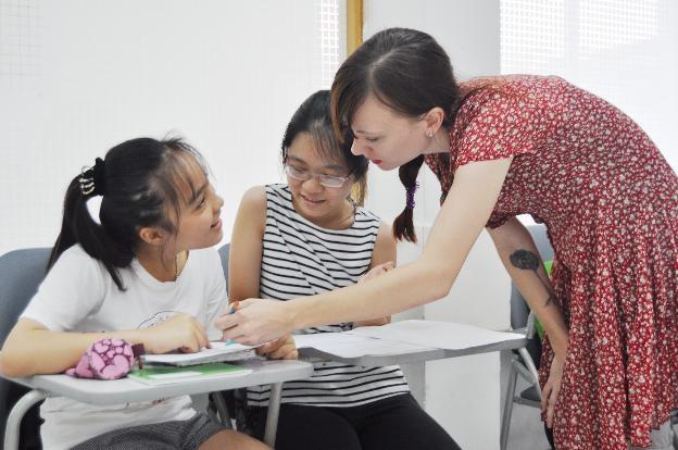 Học tiếng Anh toàn diện giúp học sinh biết cách tự mở mang kiến thức