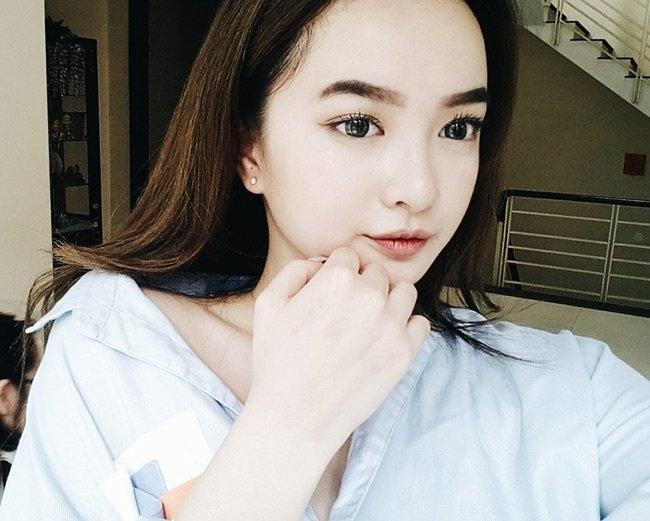 Kaity Nguyễn vừa bước sang tuổi 16. Cô nàng sống cùng gia đình tại Mỹ.
