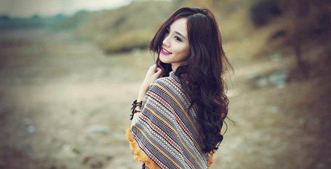 Ngân Búng là nữ sinh ưu tú của lớp tiếng Pháp Thương mại, trường ĐH Ngoại thương Hà Nội.