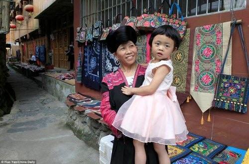 Bà Pan cho biết cháu gái của mình đã nuôi tóc từ nhỏ, nhưng bà sẽ không can thiệp nếu cô bé muốn cắt tóc ngắn.