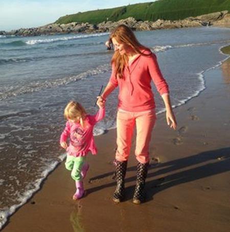 Bờ biển là nơi có nhiều kỉ niệm giữa hai mẹ con
