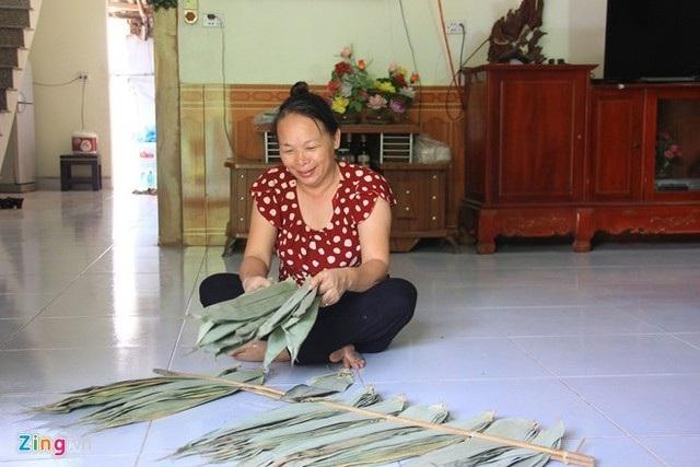 Gia đình bà Triệu kiếm tiền tỷ mỗi năm nhờ lá tre.