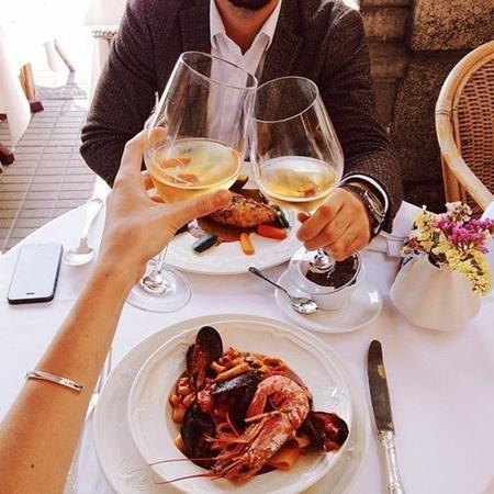 Vợ chồng cùng nhau uống tốt hơn là một người uống
