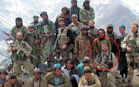 Clip lính Mỹ một mình tay không hạ 2 tay súng al-Qaeda - 4