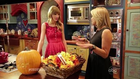 …đến năm 2012, Taylor Swift còn cho người hâm mộ chiêm ngưỡng tận mắt siêu căn hộ rộng tới 4.062 foot vuông của mình.