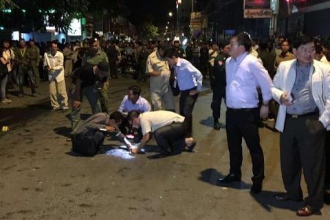Cảnh sát phong tỏa đường phố, hỏi người dân và chụp ảnh hiện trường vụ nổ. Ảnh: Strait Times
