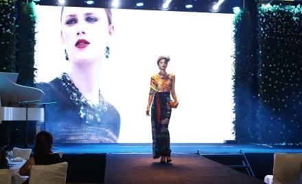 Phần trình diễn thời trang mang đến làn gió mới mẻ cho sự kiện.