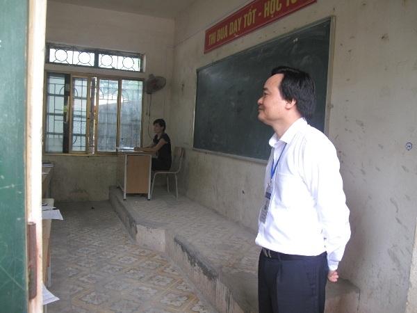 Bộ trưởng thị sát thi tại cụm thi trường THPT Quang Minh, điểm thi dành cho thí sinh chỉ dự thi tốt nghiệp THPT