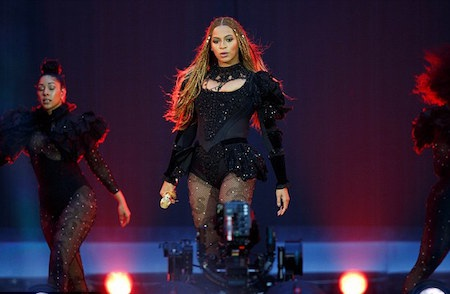 """Beyoncé """"cháy"""" hết mình trên sân khấu"""