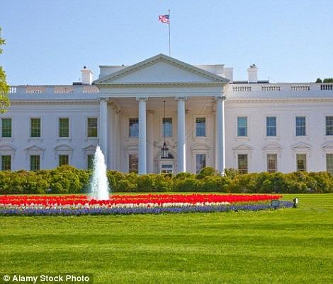 Liệu bạn có thể nhận ra tấm ảnh bên phải là hình ảnh gần với tòa nhà trắng quen thuộc ở Mỹ?