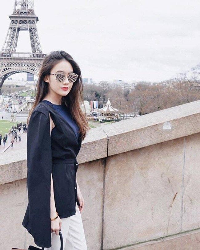 Mai Chi là một hot girl tài năng. Cô có thể sử dụng thành thạo 4 ngôn ngữ: Lào, Việt, Anh và Thái.