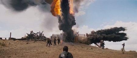 """Dựa trên cuốn tiểu thuyết """"Oil"""" nổi tiếng của nhà văn Upton Sinclair, """"There will be blood"""" thực sự là màn kết hợp đến choáng ngợp giữa tình yêu gia đình với tôn giáo, hận thù, dầu mỏ và cơn điên cuồng. Kể về câu chuyện cuộc đời của tay buôn dầu mỏ Daniel Plainview, bộ phim cũng đã khắc hoạ tài tình bối cảnh nước Mỹ trong 30 năm đầu tiên của thế kỷ 20."""