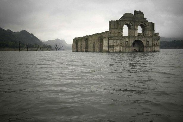 Phát hiện nhà thờ cổ dưới đáy hồ ở Mexico - 4