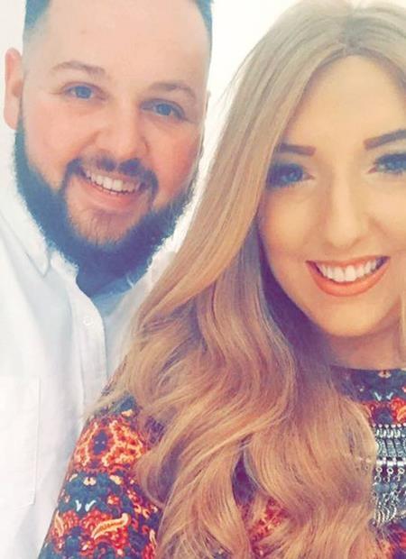 Cặp đôi gặp gỡ thông qua một ứng dụng hẹn hò trên mạng