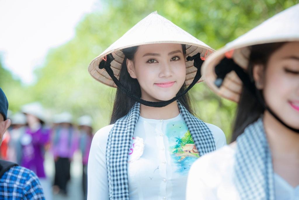 Thí sinh Hoa hậu Việt Nam 2016 gặp sự cố khi thăm đảo khỉ - 6