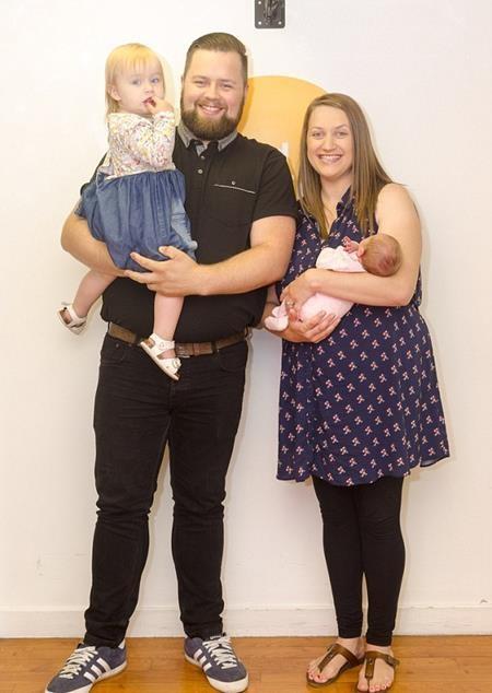 Cặp đôi cùng hai đứa con kháu khỉnh