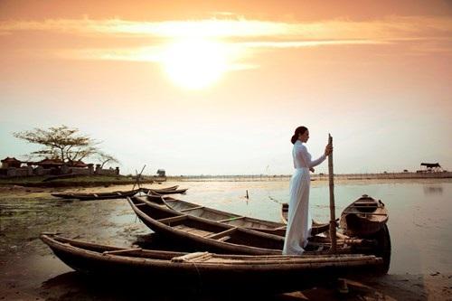 Nhìn những hình ảnh này, nhiều người gợi nhớ tới những câu hát trong ca khúc Hoàng hôn trên phá Tam Giang.