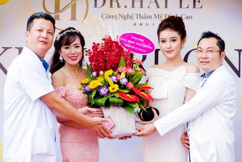 Á hậu Huyền My giao lưu và chụp ảnh cùng các chuyên gia, bác sĩ của Dr.Hải Lê