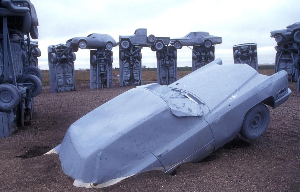 Carhenge được xây dựng ở tiểu bang Nebraska, Mỹ, vào năm 1987 bởi ông Jim Reinders, đây là công trình để tưởng nhớ người cha quá cố của ông.