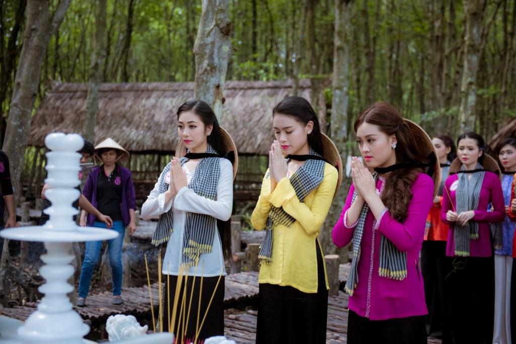 Thí sinh Hoa hậu Việt Nam 2016 gặp sự cố khi thăm đảo khỉ - 8